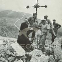 La croix de l'ancien clocher sauvée des ruines