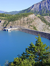 The earth dam of Serre-Poçon